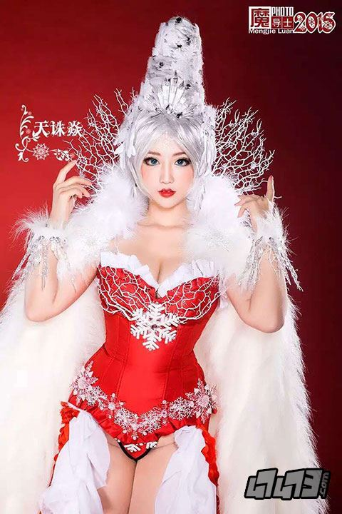 性感賀新年!《龍騎戰歌》美女玩家COS冰雪女王